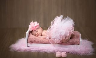 50 Cute Newborn Photos for Baby Girl Ideas 10
