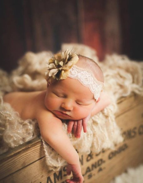 50 Cute Newborn Photos for Baby Girl Ideas 31