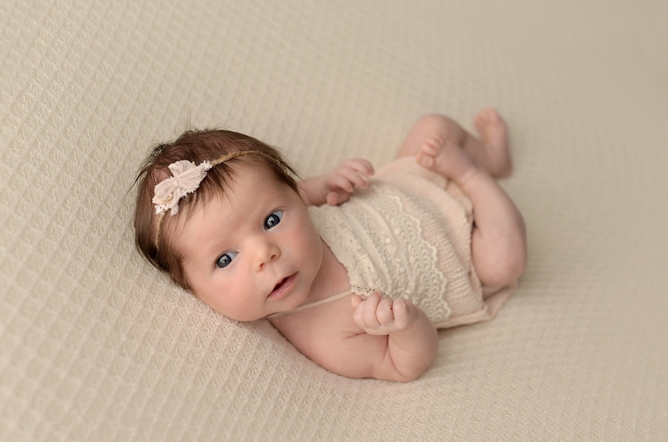 50 Cute Newborn Photos for Baby Girl Ideas 39