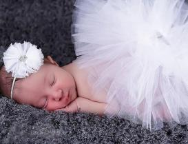 50 Cute Newborn Photos for Baby Girl Ideas 44