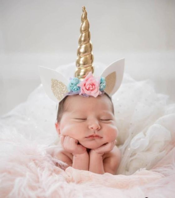 50 Cute Newborn Photos for Baby Girl Ideas 47