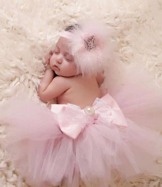 50 Cute Newborn Photos for Baby Girl Ideas 8