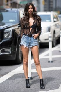 50 How to Wear Black Mesh Tops in Style Ideas 34