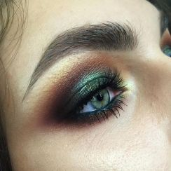 40 Green Eyeshadow Looks Ideas 32