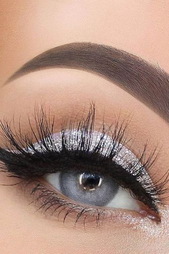 40 Silver Eye Makeup Looks You Need to Try 1
