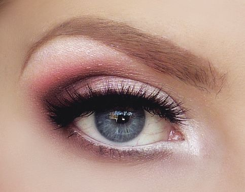 40 Silver Eye Makeup Looks You Need to Try 18