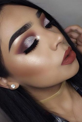 40 Silver Eye Makeup Looks You Need to Try 29