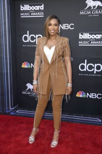 40 The Looks You Need to See From Billboard Music Awards 2019 Red Carpet 19