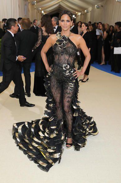 50 Adorable Met Gala Celebrities Fashion 19