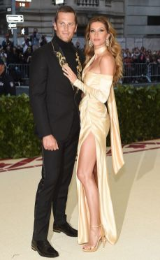 50 Adorable Met Gala Celebrities Fashion 23