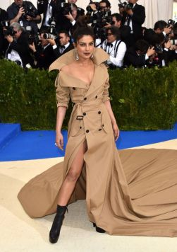 50 Adorable Met Gala Celebrities Fashion 29