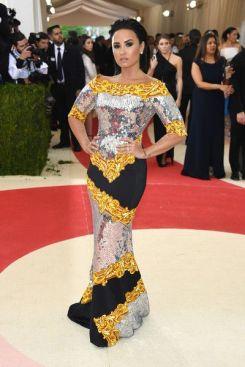 50 Adorable Met Gala Celebrities Fashion 35