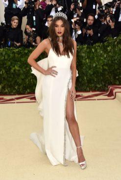 50 Adorable Met Gala Celebrities Fashion 37