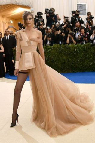 50 Adorable Met Gala Celebrities Fashion 6
