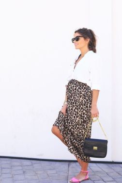 50 Comfy and Stylish Maternity Outfits Street Style Looks 26