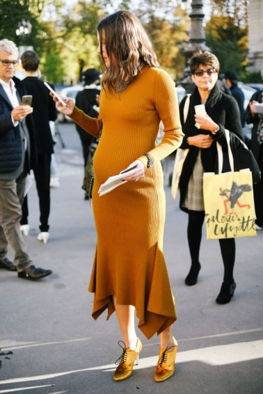 50 Comfy and Stylish Maternity Outfits Street Style Looks 42