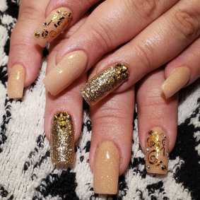 50 Glam Gold Girly Nail Art Looks Ideas 25