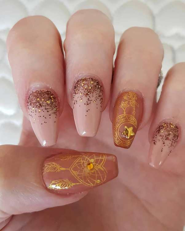 50 Glam Gold Girly Nail Art Looks Ideas 44