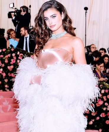 80 The Looks You Need to See From Met Gala 2019 43