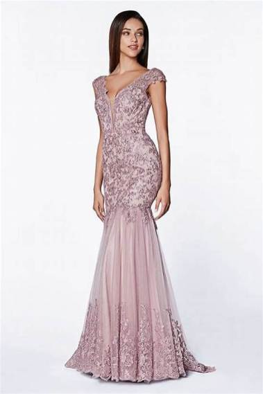 30 Inspiration for a sleeveless long dress outfit to appear feminine and trendy 09