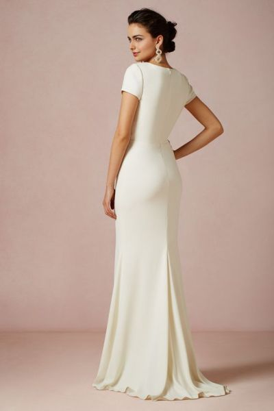 30 Inspiration for a sleeveless long dress outfit to appear feminine and trendy 31