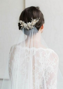 40 How Elegant Wedding Hair Accessories Ideas 14
