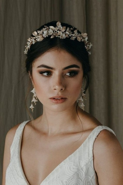 40 How Elegant Wedding Hair Accessories Ideas 15