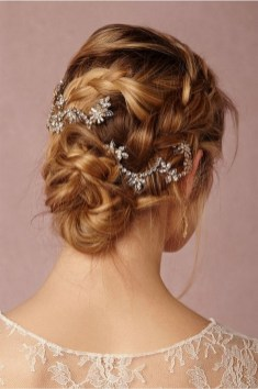 40 How Elegant Wedding Hair Accessories Ideas 22
