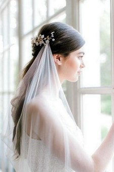 40 How Elegant Wedding Hair Accessories Ideas 25