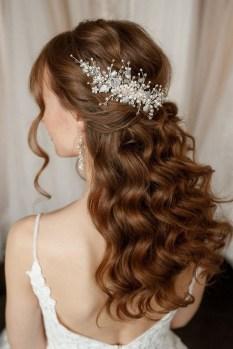40 How Elegant Wedding Hair Accessories Ideas 29