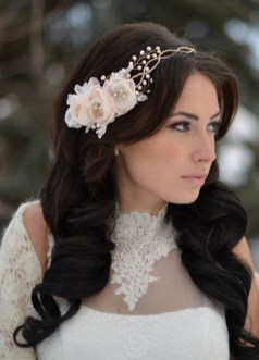 40 How Elegant Wedding Hair Accessories Ideas 35