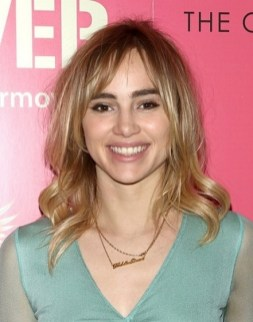Curtain Bangs Hair Styles Ideas 16