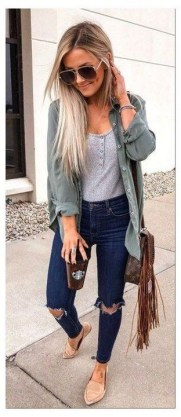How To Style Casual Spring Outfits for Women 02