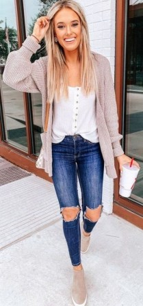 How To Style Casual Spring Outfits for Women 26