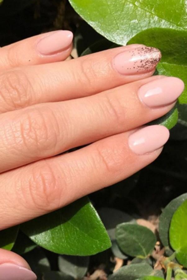 Inspiring Almond Shaped Nail for Girls 01