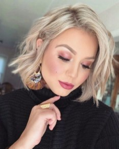 60 Dare to be Sexy with Short Hairstyle Look 1