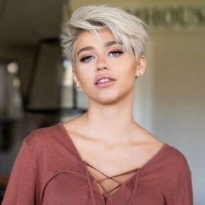 60 Dare to be Sexy with Short Hairstyle Look 2