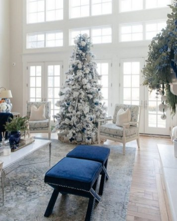 70 Catchy Silver and Gold Christmas Trees Decor You Need to See 10
