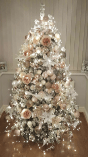70 Catchy Silver and Gold Christmas Trees Decor You Need to See 14