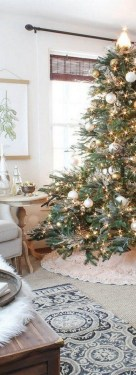 70 Catchy Silver and Gold Christmas Trees Decor You Need to See 2