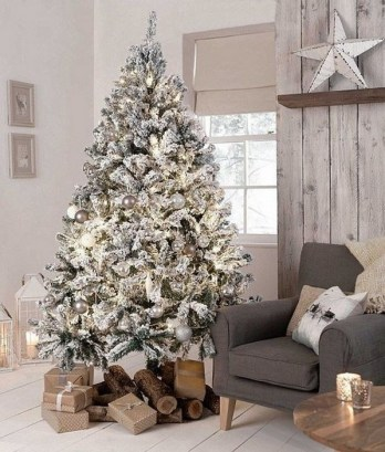 70 Catchy Silver and Gold Christmas Trees Decor You Need to See 21