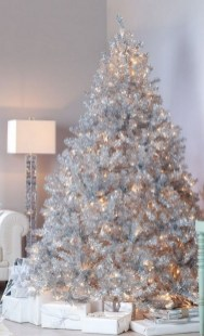 70 Catchy Silver and Gold Christmas Trees Decor You Need to See 33
