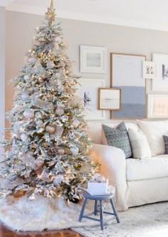 70 Catchy Silver and Gold Christmas Trees Decor You Need to See 34