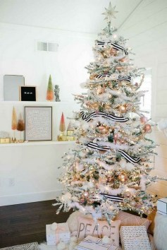 70 Catchy Silver and Gold Christmas Trees Decor You Need to See 35