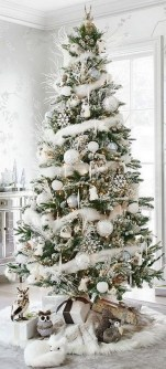 70 Catchy Silver and Gold Christmas Trees Decor You Need to See 36