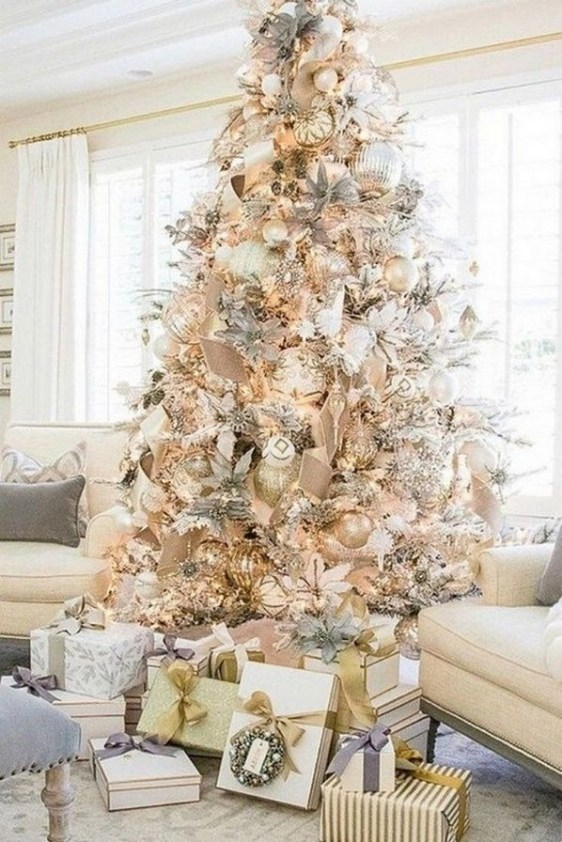 70 Catchy Silver and Gold Christmas Trees Decor You Need to See 40