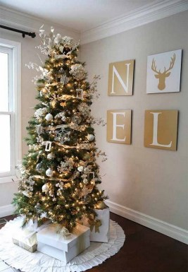 70 Catchy Silver and Gold Christmas Trees Decor You Need to See 48