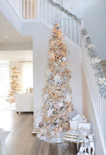 70 Catchy Silver and Gold Christmas Trees Decor You Need to See 5
