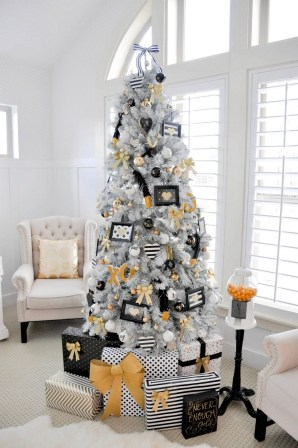 70 Catchy Silver and Gold Christmas Trees Decor You Need to See 55