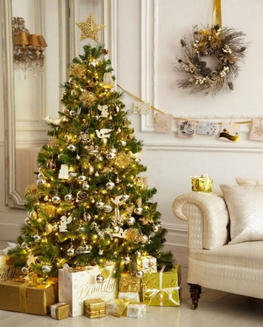 70 Catchy Silver and Gold Christmas Trees Decor You Need to See 66
